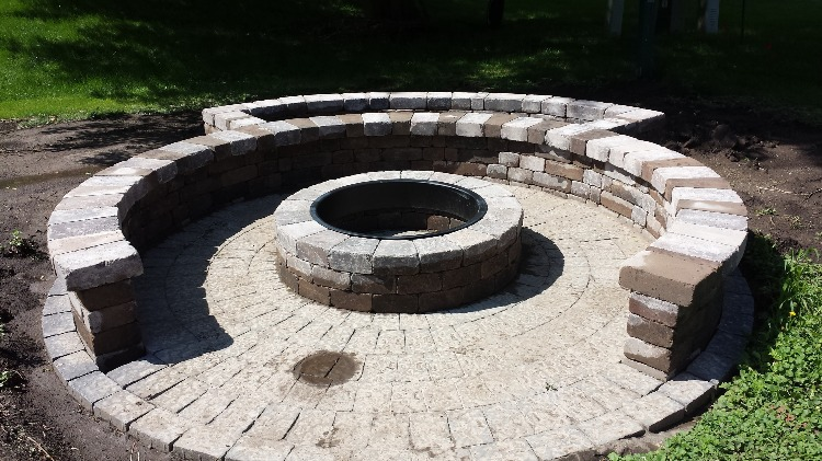 Fire pit with seat wall (after)